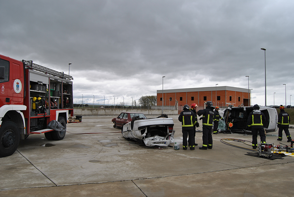 Los bomberos del Parque comarcal realizaron prácticas de descarcelamiento