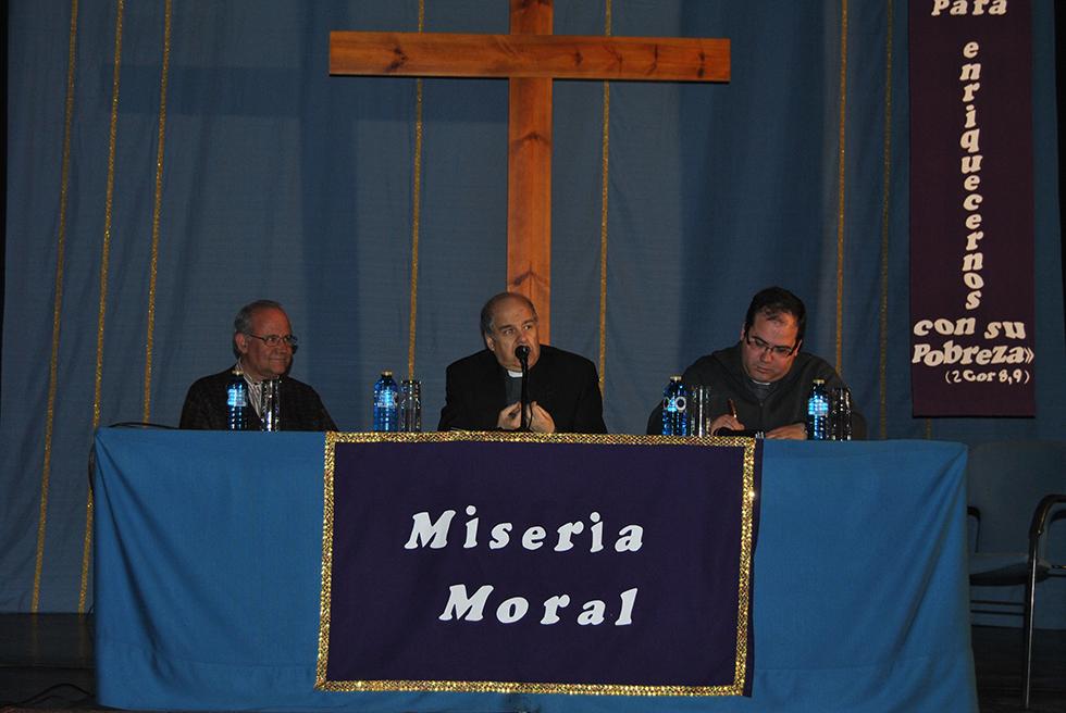 El profesor de la UPSA, José Román Flecha, asistió a las charlas cuaresmales de Peñaranda