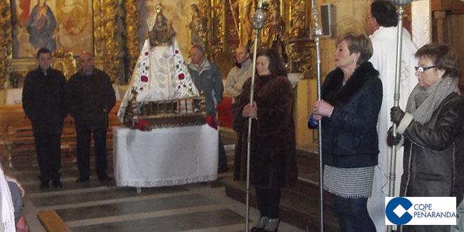 La procesión de la Virgen de las Candelas trascurrió por el interior del templo
