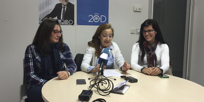 Los concejales del PP durante la rueda de prensa en el Ayuntamiento de Peñaranda