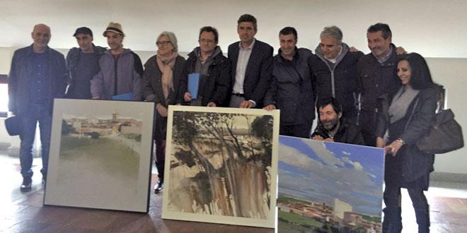 Los artistas premiados junto a representantes políticos en la entrega de premios