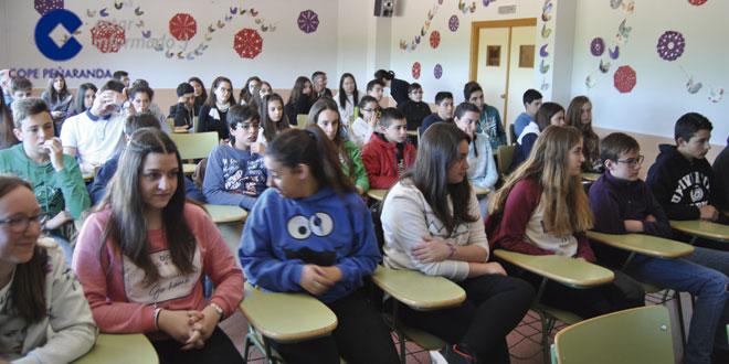 Los alumnos que han participado en este concurso recibieron hoy los premios