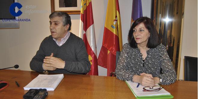 Carmen Ávila e Isidro Rodríguez durante la rueda de prensa en el Ayuntamiento de Peñaranda