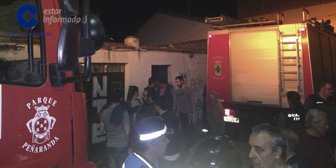Los bomberos intervinieron en el fuego que se declaró en una peña