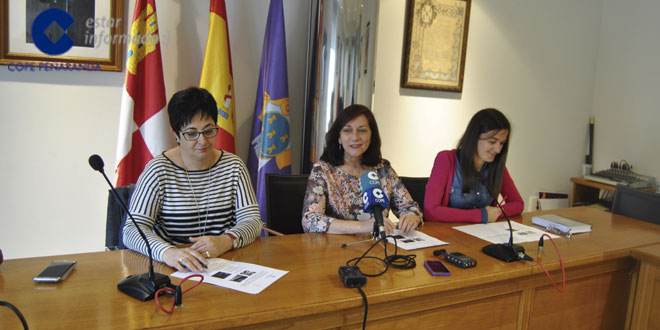 Carmen Ávila junto a Araceli Rodríguez y Ángela González en la presentación de la campaña