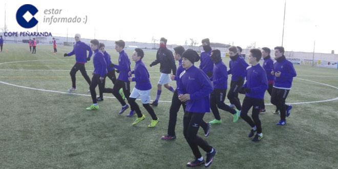 Los cadetes del CD Peñaranda durante un entrenamiento
