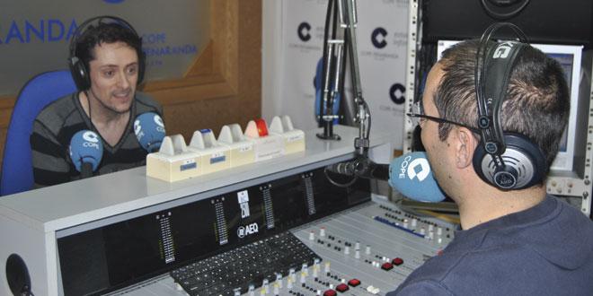 El guionista peñarandino Carlos Alfayate en los estudios de COPE Peñaranda