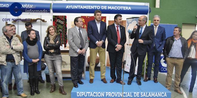 El presidente de la Diputación, Javier Iglesias, inauguró la Feria Agroalimentaria de Macotera