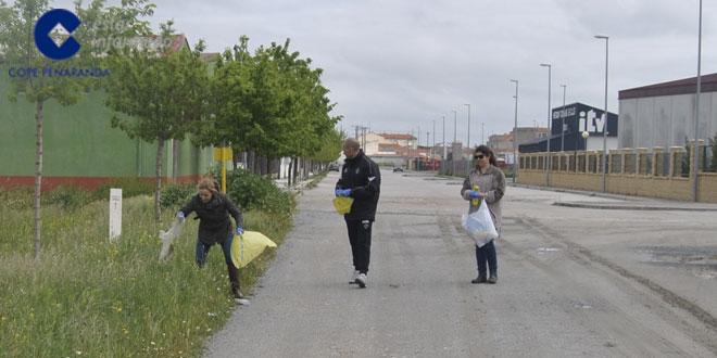 Apenas media docena de personas acudieron a la acción de limpieza prevista por la Mancomunidad