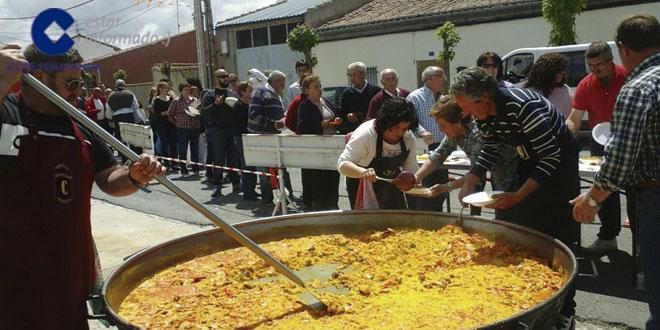 En El Campo de Peñaranda se repartieron unas 400 raciones de paella para despedir las fiestas