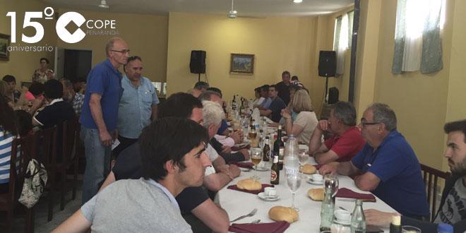 Los visitantes a la ganadería de Rollanejo compartieron una comida de hermandad