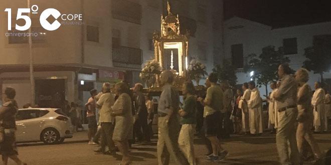 Decenas de personas acompañaron al Santísimo durante la celebración del centenario de la Adoración Nocturna