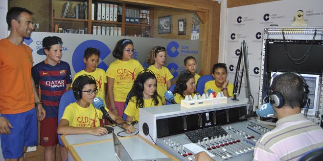 Algunos de los participantes en los campamentos urbanos del CID visitaron COPE Peñaranda