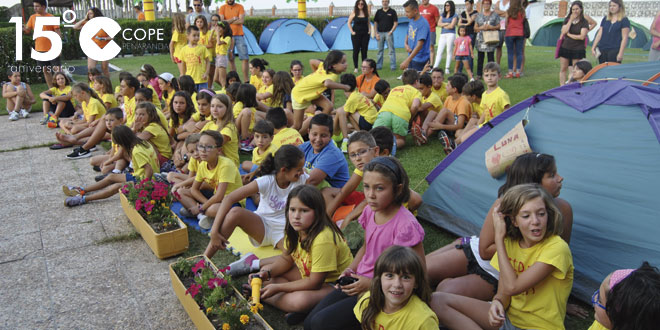 Participantes en el English summer camp durante la fiesta de clausura