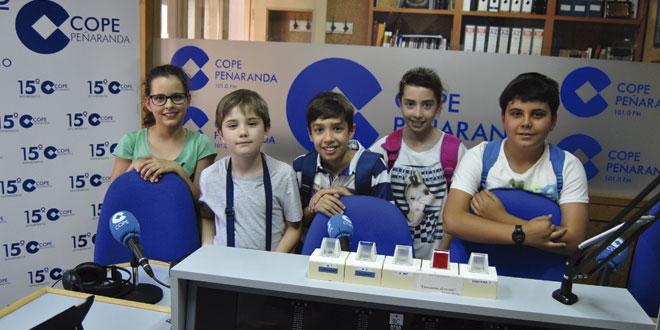 Los participantes en el primero de los packs de verano del CITA en su visita a COPE