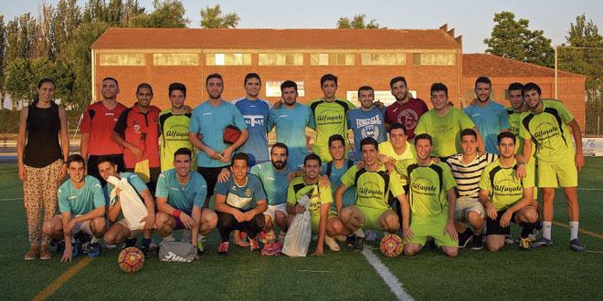 Los jugadores posan tras la entrega de premios del Torneo de fútbol-7. / FOTO: Servicio Municipal de Deportes