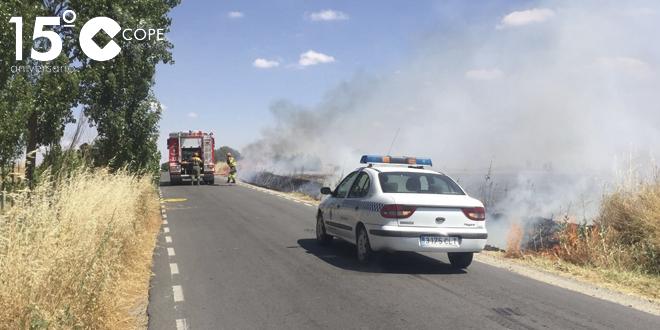 El fuego se originó sobre las cinco y media de la tarde junto al Polígono industrial
