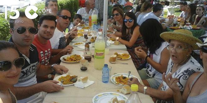 Unas 500 raciones de paella se repartieron en la comida de hermandad prevista en Villar de Gallimazo