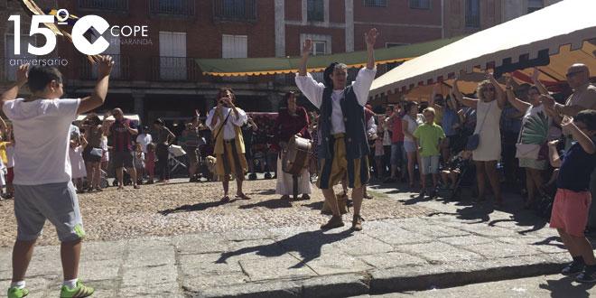 Los espectáculos han dinamizado este mercado barroco en Peñaranda