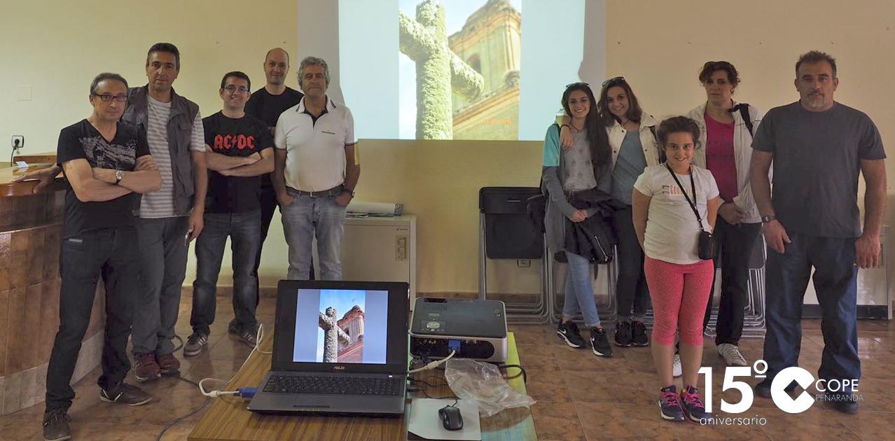 Participantes en el taller de fotografía organizado en Cantaracillo por la Asociación el Calentejo