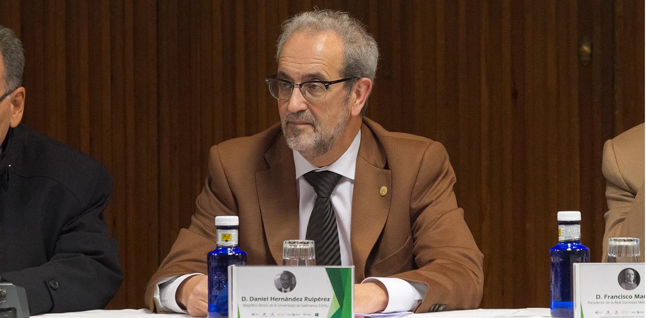 El rector de la Universidad de Salamanca, Daniel Hernández Ruipérez. / FOTO: Sala de prensa de la USAL