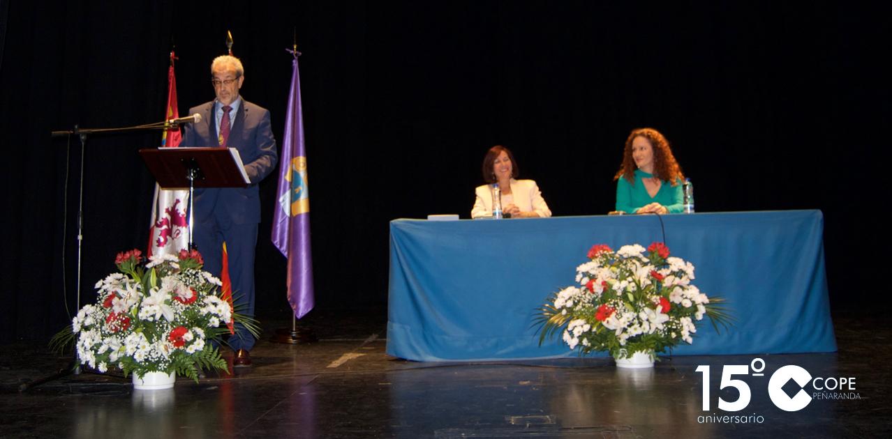 El rector de la USAL, Daniel Hernández Ruipérez, recibió la Medalla de Oro de la Ciudad de Peñaranda