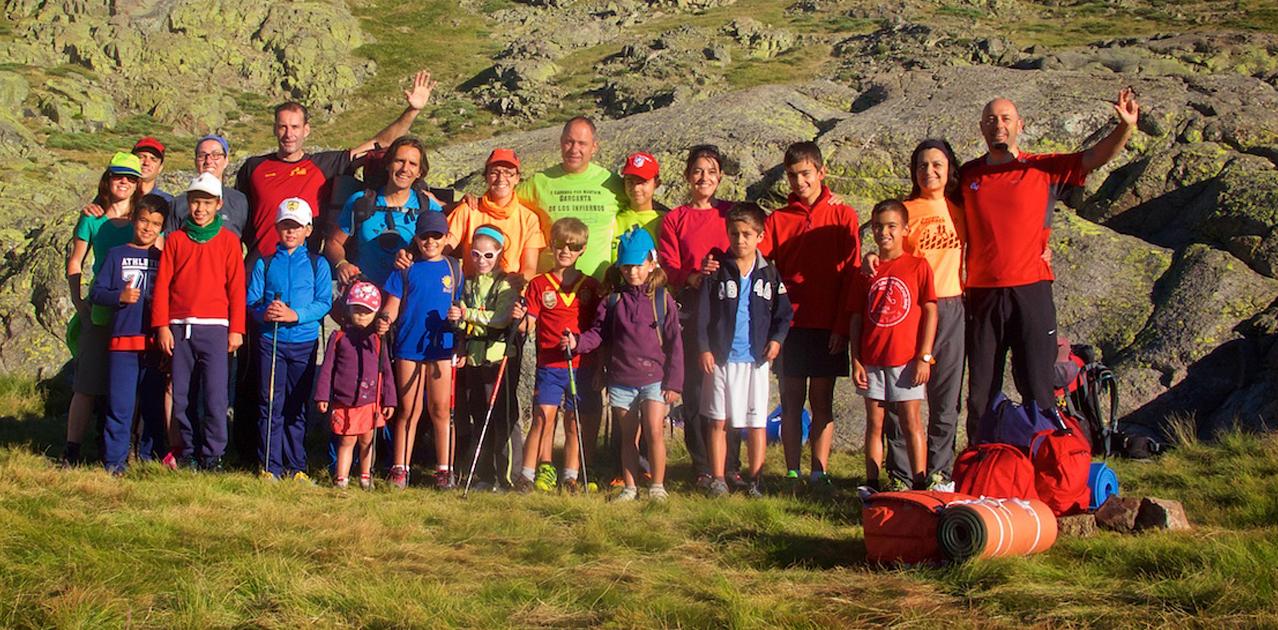 Socios del Club de senderismo Salandar durante una de sus salidas recientes