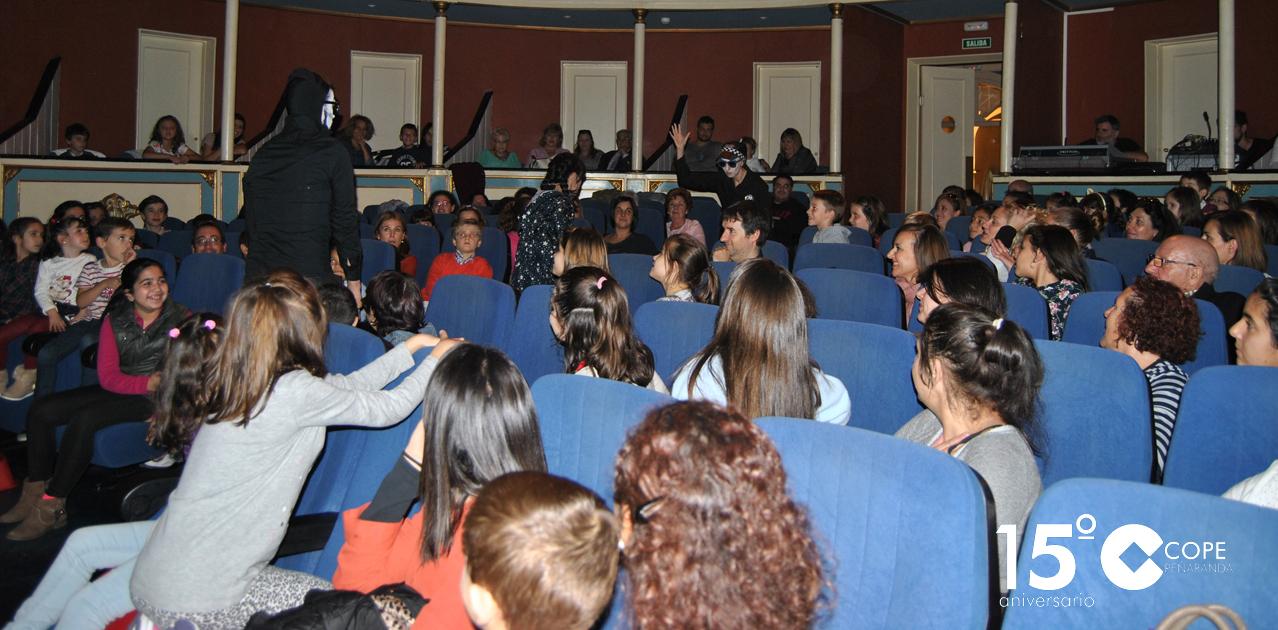 El público infantil se divirtió con la puesta en escena del musical «Esos locos fantasmas»
