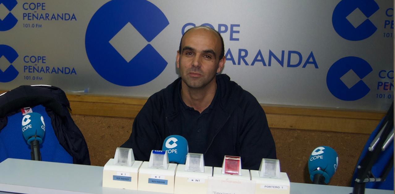 Carlos Leonardo, presidente del CD Peñaranda, durante la entrevista en LA LINTERNA EN PEÑARNADA
