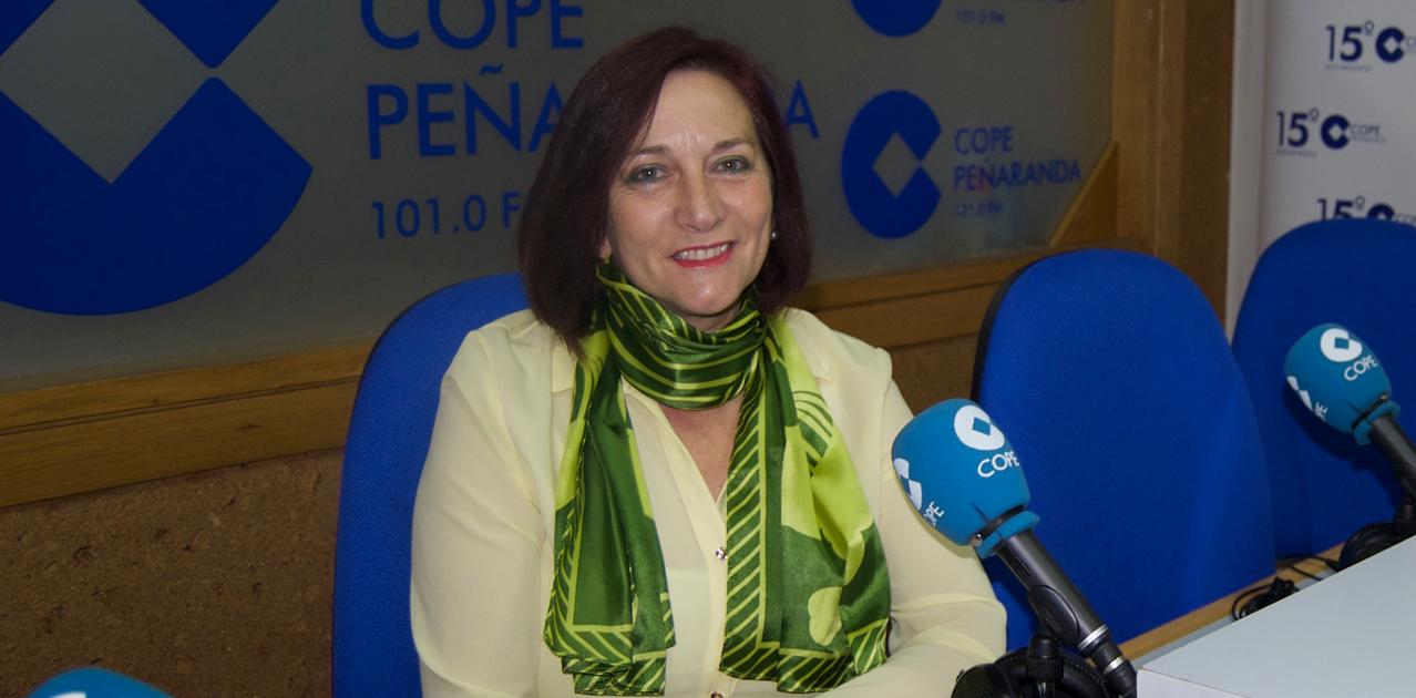 La alcaldesa de Peñaranda, Carmen Ávila de Manueles, durante la entrevista en COPE Peñaranda