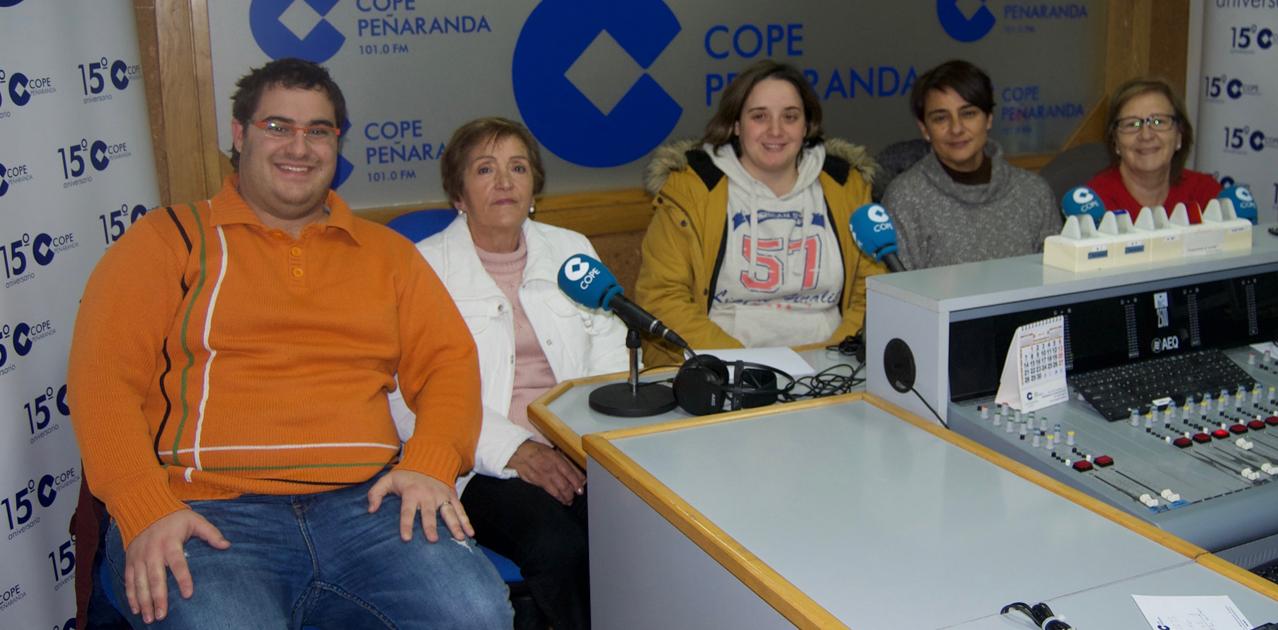 Voluntarios de Cruz Roja durante la entrevista en COPE Peñaranda