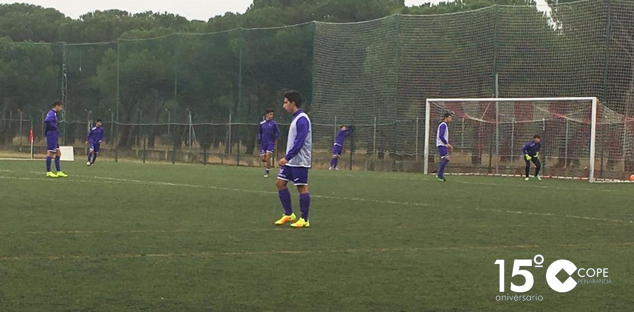 Calentamiento de los juveniles del CD Peñaranda antes de un partido esta temporada