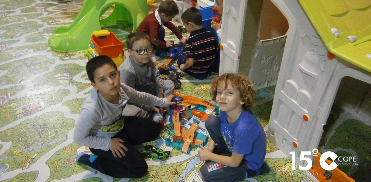 Una veintena de niños participaron en las actividades preparadas en la visita a la ludoteca Karikatura de los alumnos de la Escuela de tarde del CITA