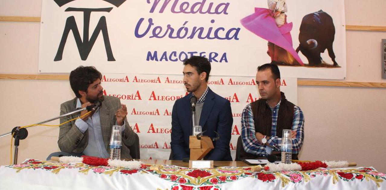 El torero Saúl Jiménez Fortes participó en el coloquio organizado por la Asociación Media Verónica
