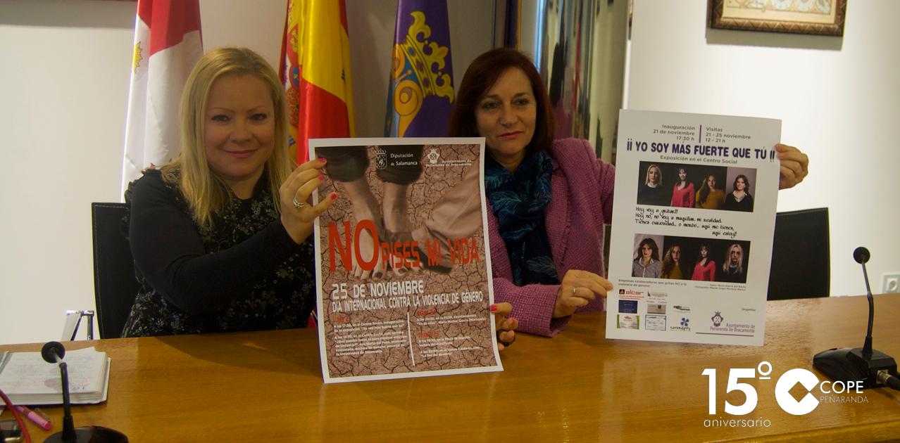 La concejala de Bienestar Social, Lali García, y la alcaldesa de Peñaranda, Carmen Ávila, presentaron las actividades del Día contra la violencia de género.
