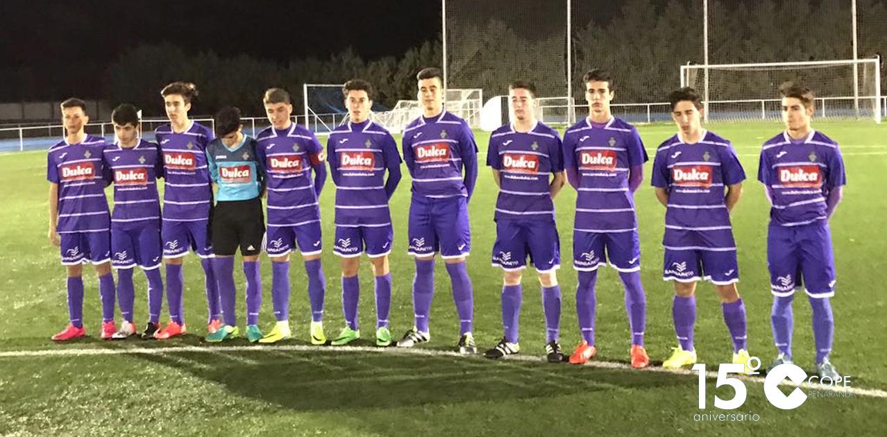 Los jugadores del equipo juvenil antes del inicio del partido contra el Ejido