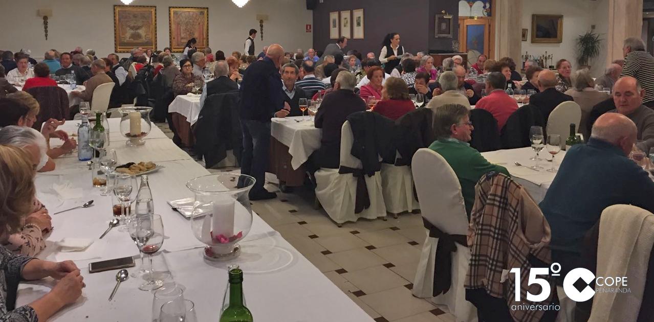La Asociación de mayores organizó una merienda en el restaurante Las Cabañas