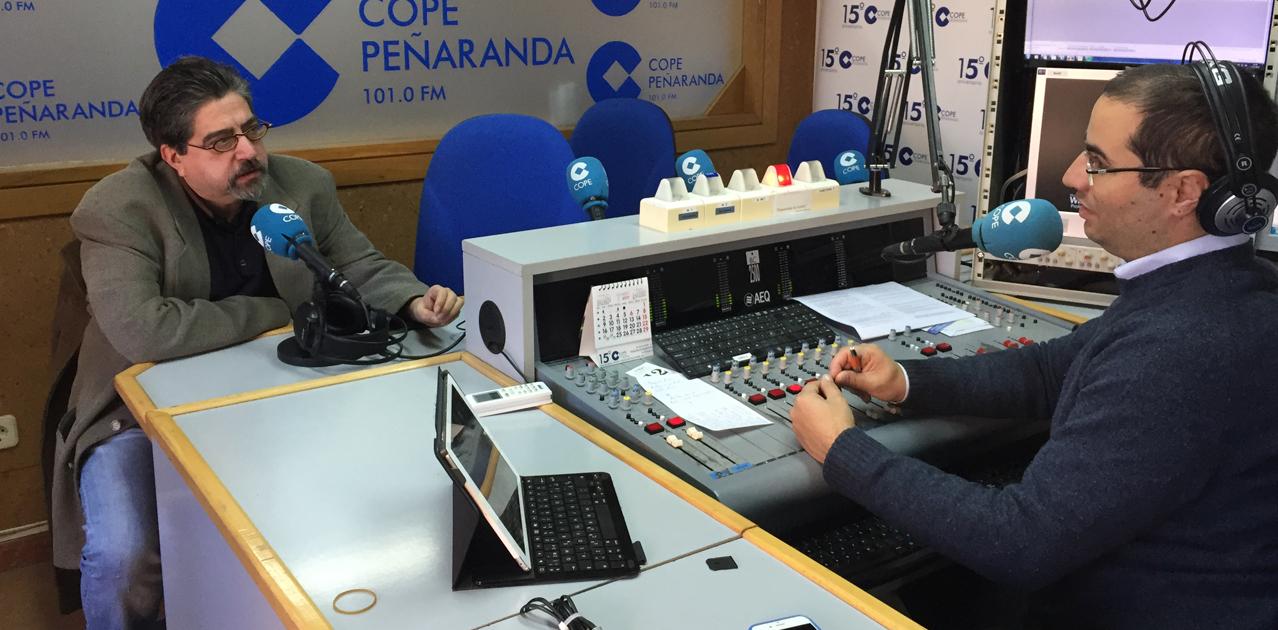 El escritor zamorano, Luis García Jambrina, durante la entrevista en LA MAÑANA EN PEÑARANDA