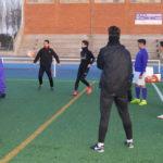 Los juveniles del CD Peñaranda durante uno de los ejercicios en su entrenamiento.