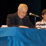 El sacerdote Javier Simón junto a Lauren Sevillano durante las charlas cuaresmales.