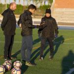 José Manuel Bárez, Peque, durante uno de los entrenamientos junto al equipo técnico.