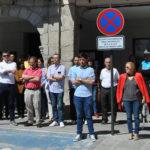 Una treintena de personas se concentraron frente al Ayuntamiento de Peñaranda.