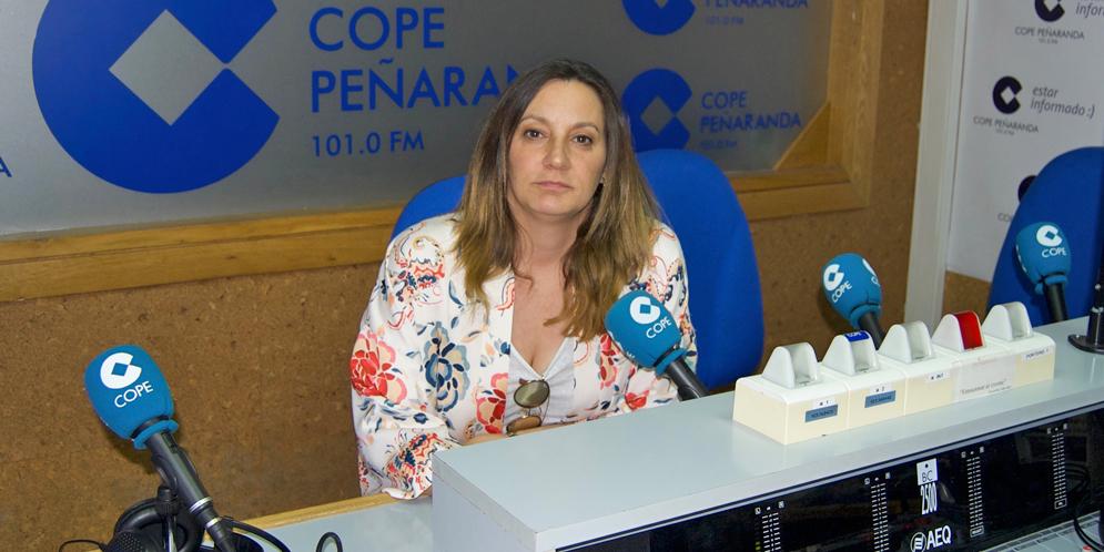 Iratxe Camba, concejal del PP de Peñaranda, durante la entrevista en COPE Peñaranda.