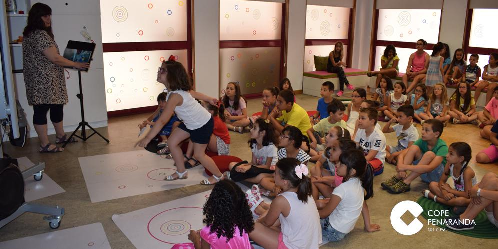 Unos 60 niños participan en la animación infantil a la lectura de la biblioteca.