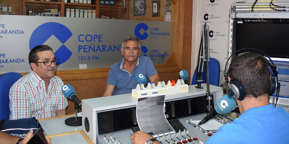 Los doctores Silvestre García y Lorenzo Jiménez durante la entrevista en COPE Peñaranda.