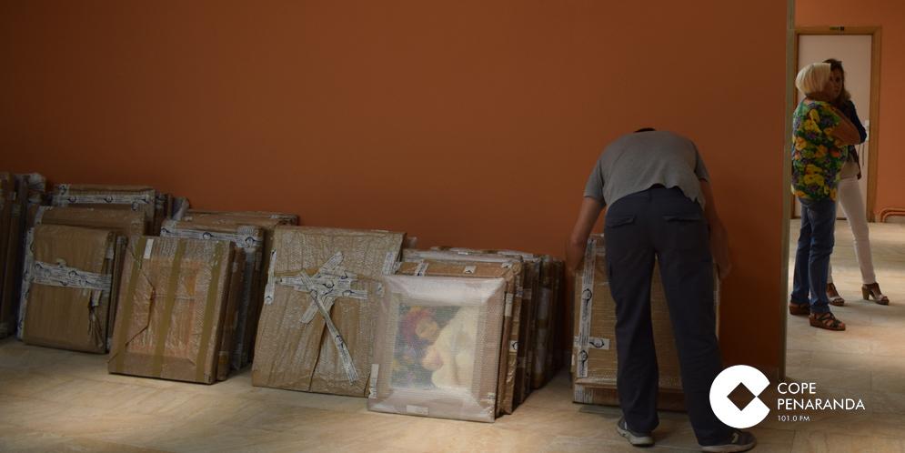 La artista María Carrera ha trasladado 77 cuadros a la Casa del arte de Peñaranda.