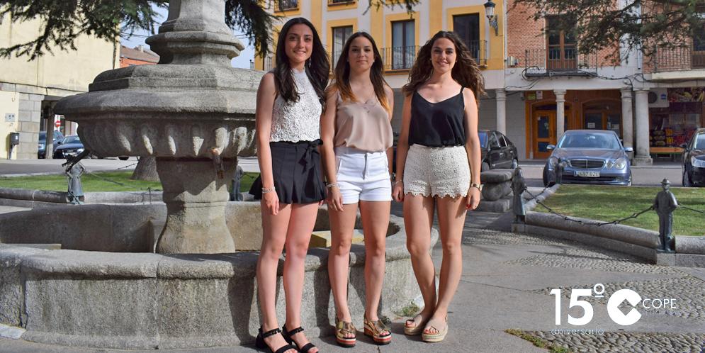 La reina de las Ferias 2017, Paula Paniagua, junto a sus damas de honor, Vera Cotelo y Sofía Nuñez