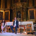 Carlos Nuñez reunió a unas 350 personas en la iglesia parroquial de Salmoral.