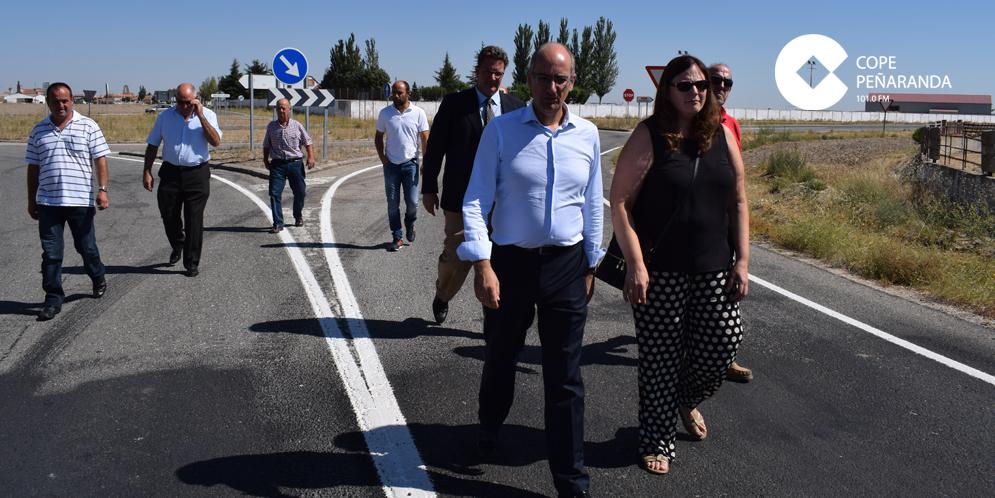 El presidente de la Diputación visitó hoy la carretera entre Palaciosrubios y Cantalapiedra.