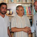El alcalde y teniente de alcalde de Aldeaseca junto al secretario general de Cáritas diocesana.